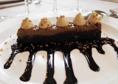 Bouillon Racine, Dark chocolate cake with crunchy praline