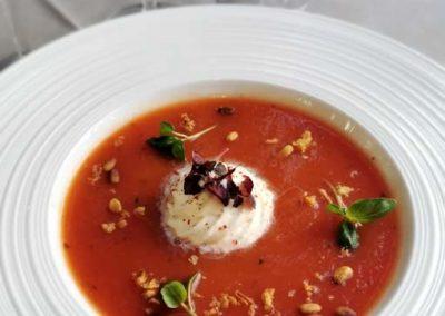 Velouté de tomates et Chantilly au piment d'Espelette