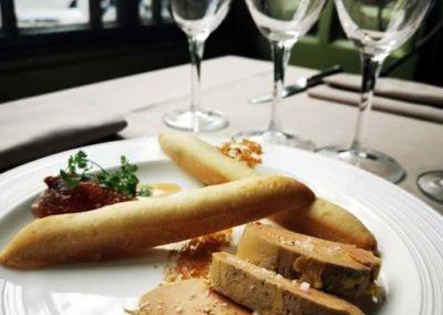 Bouillon Racine, Foie gras de canard du Sud Ouest, confit de poire et noix